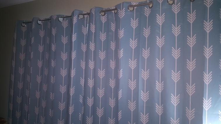 curtains-arrows